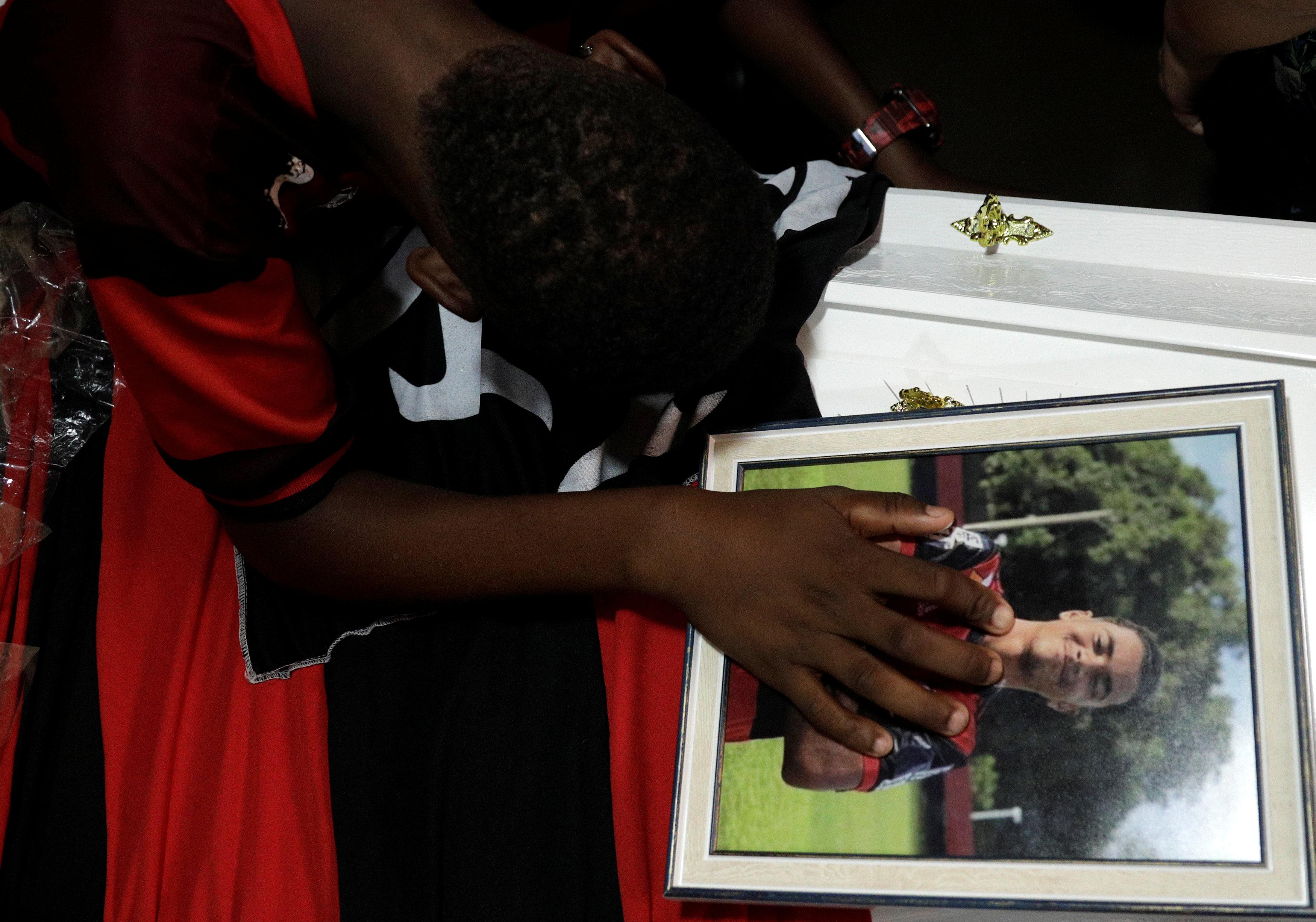 تشييع جثامين قتلى حريق مركز تدريب نادى فلامنجو البرازيلى (12)