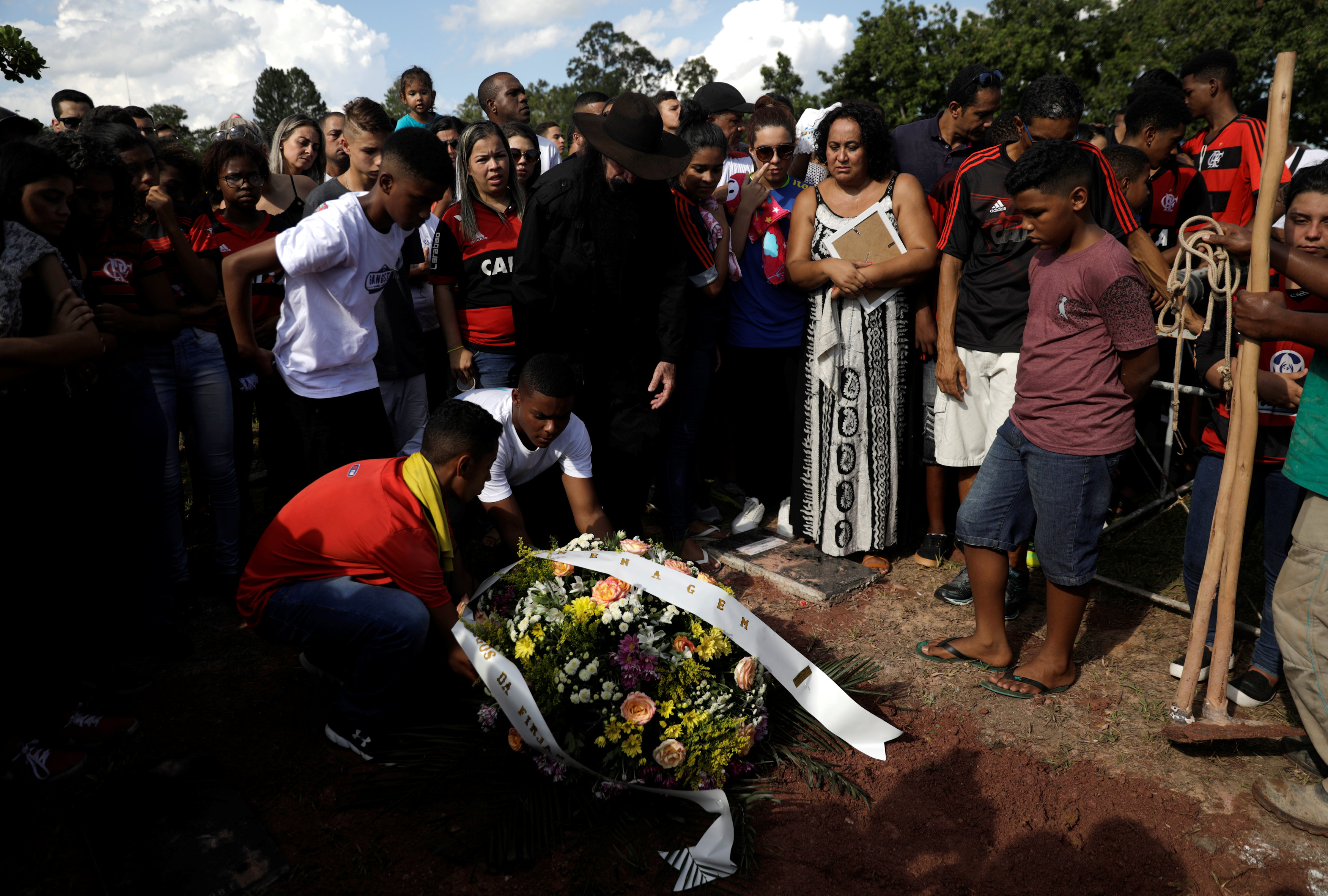 تشييع جثامين قتلى حريق مركز تدريب نادى فلامنجو البرازيلى (4)