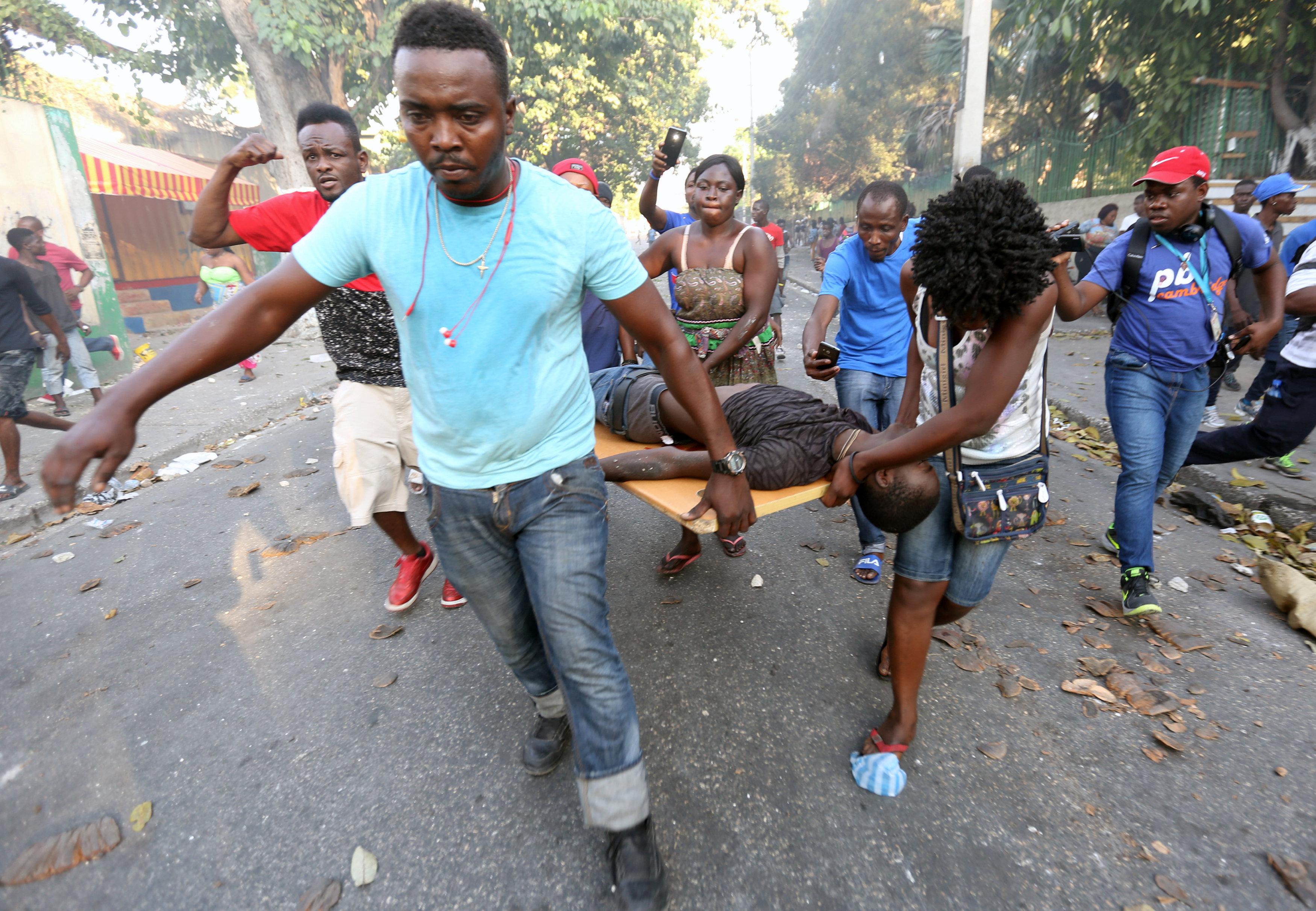 شوارع هايتى تتحول لساحة حرب خلال مظاهرات عنيفة  (7)