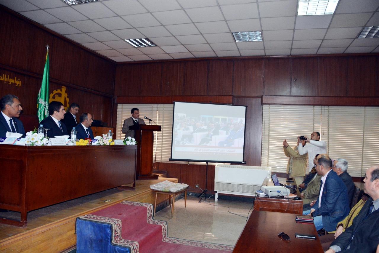 محافظ القليوبية يكرم الحاصلين على دورات تدريبية (4)