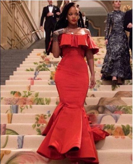 الفستان الاحمر من ريانا
