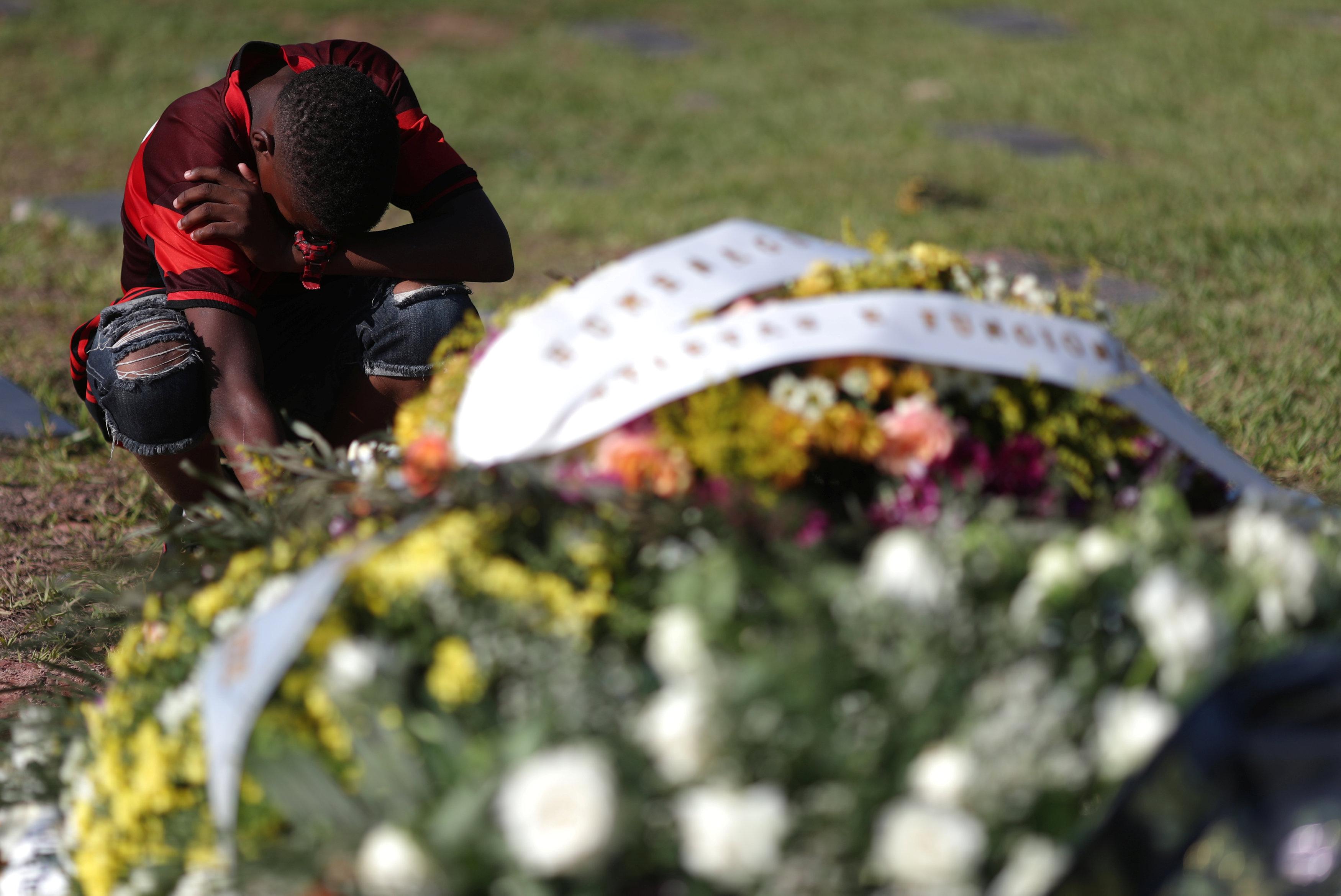 تشييع جثامين قتلى حريق مركز تدريب نادى فلامنجو البرازيلى (5)