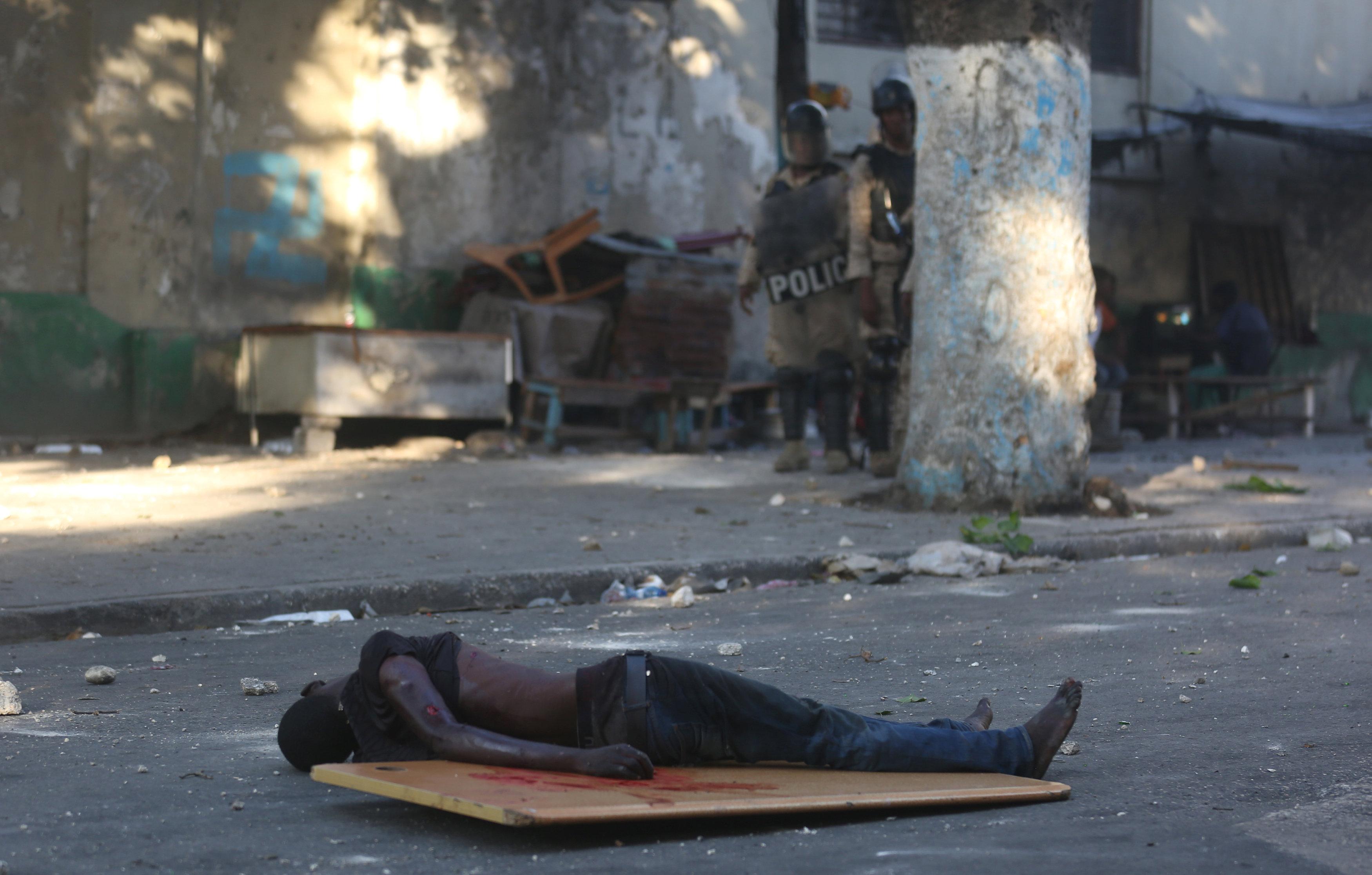 شوارع هايتى تتحول لساحة حرب خلال مظاهرات عنيفة  (5)