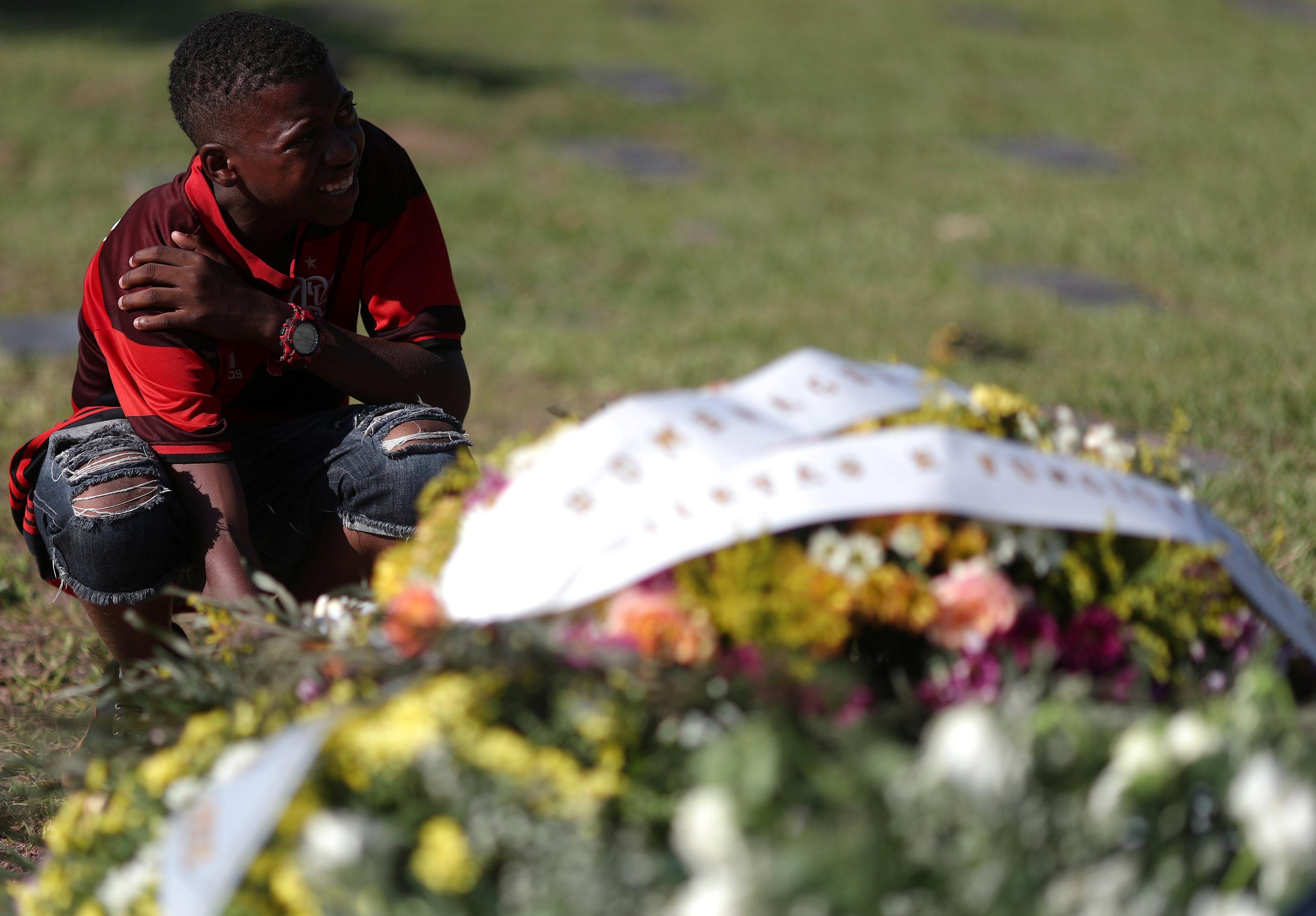 تشييع جثامين قتلى حريق مركز تدريب نادى فلامنجو البرازيلى (13)