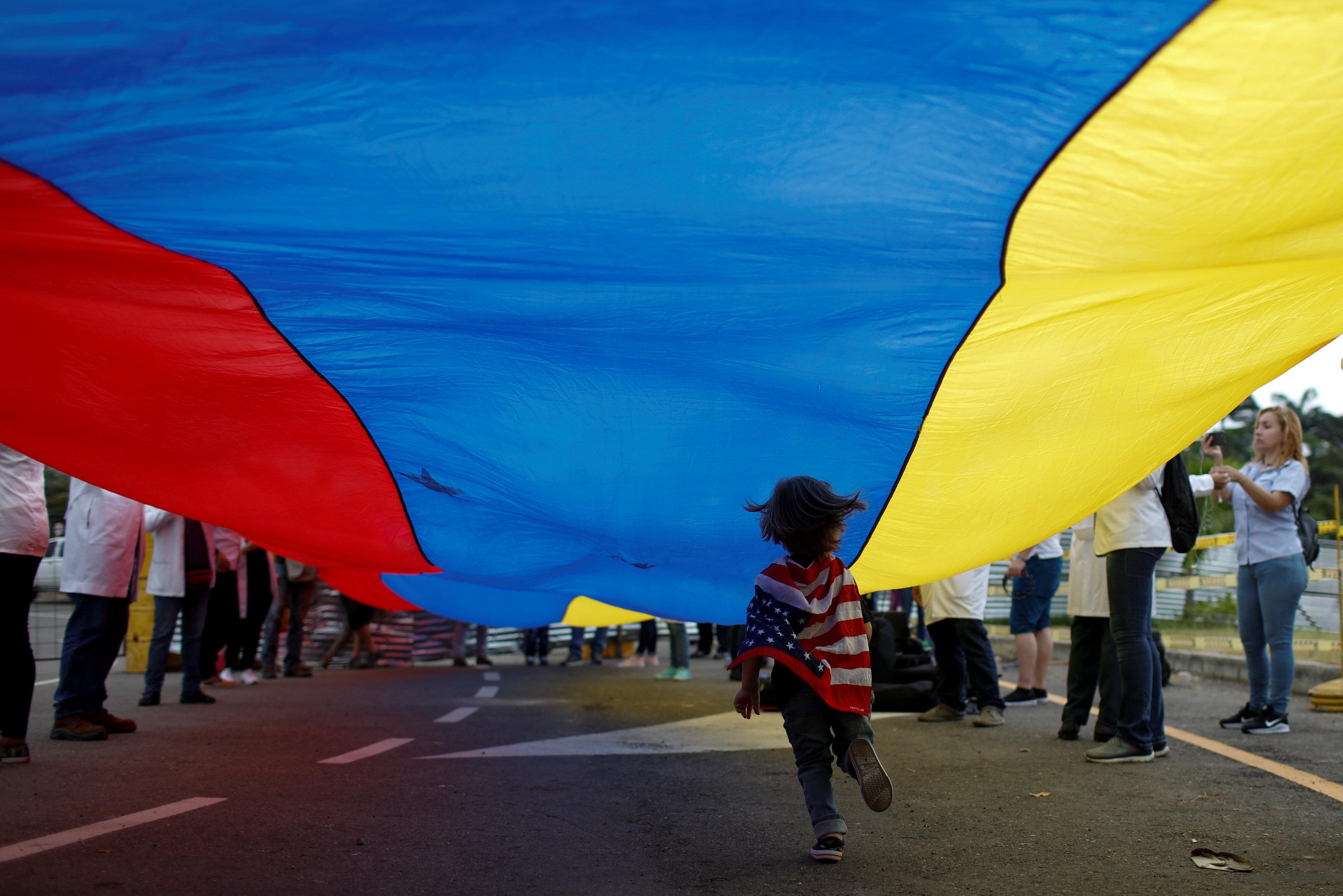 أطباء فنزويلا يحتجون بسبب الأوضاع المأساوية (8)