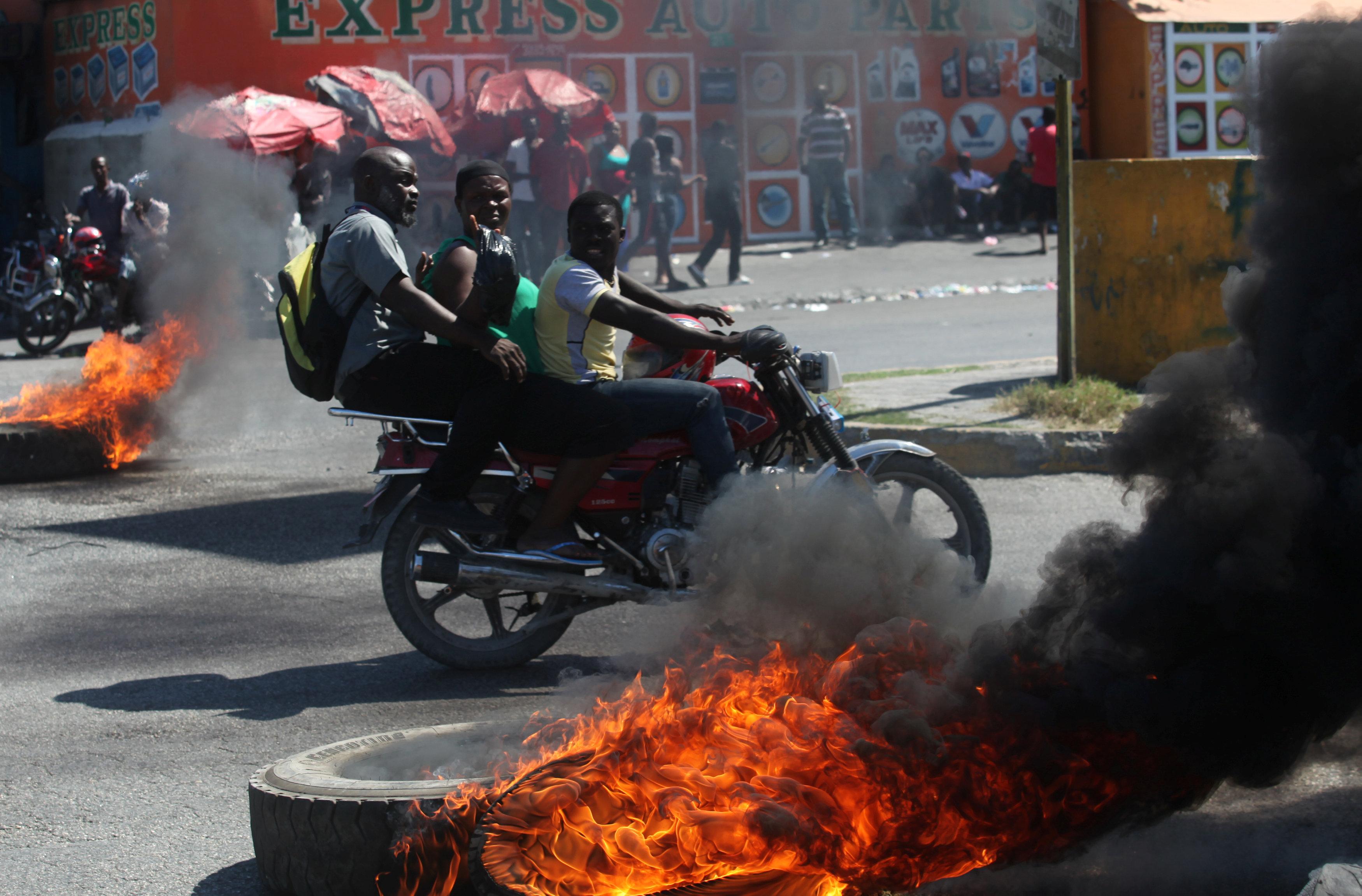 الاحتجاجات العنيفة ضد السلطة فى هايتى  (6)
