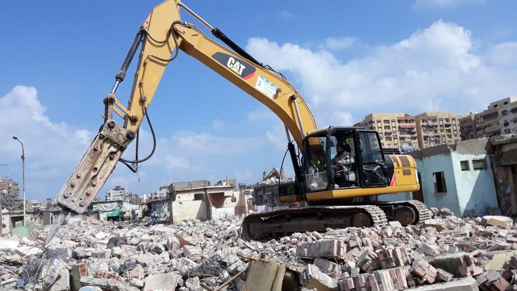 الانتهاء من إزالة المنطقة العشوائية المحيطة بسوق السمك الجديد وسجن بورسعيد (6)