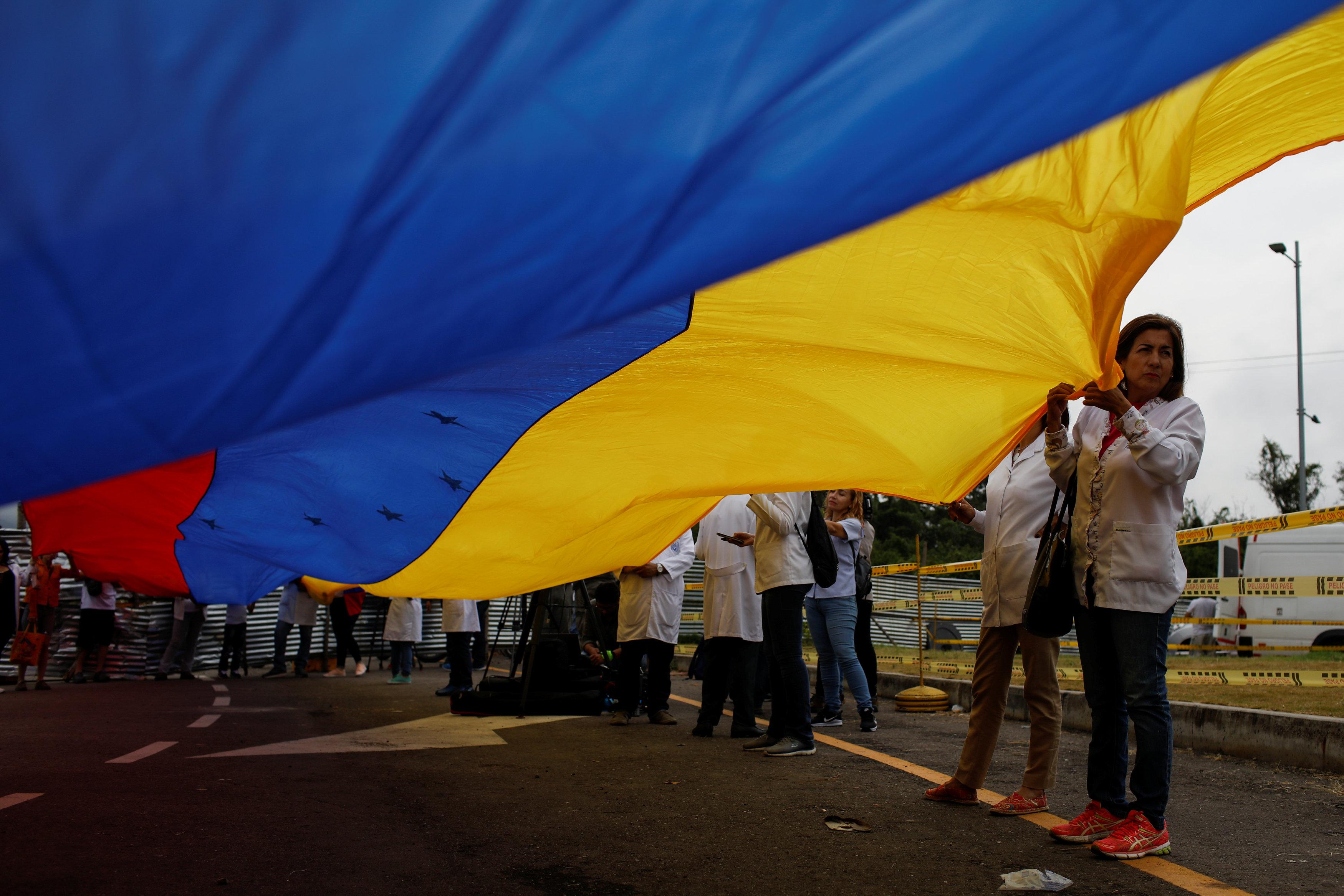 أطباء فنزويلا يحتجون بسبب الأوضاع المأساوية (6)
