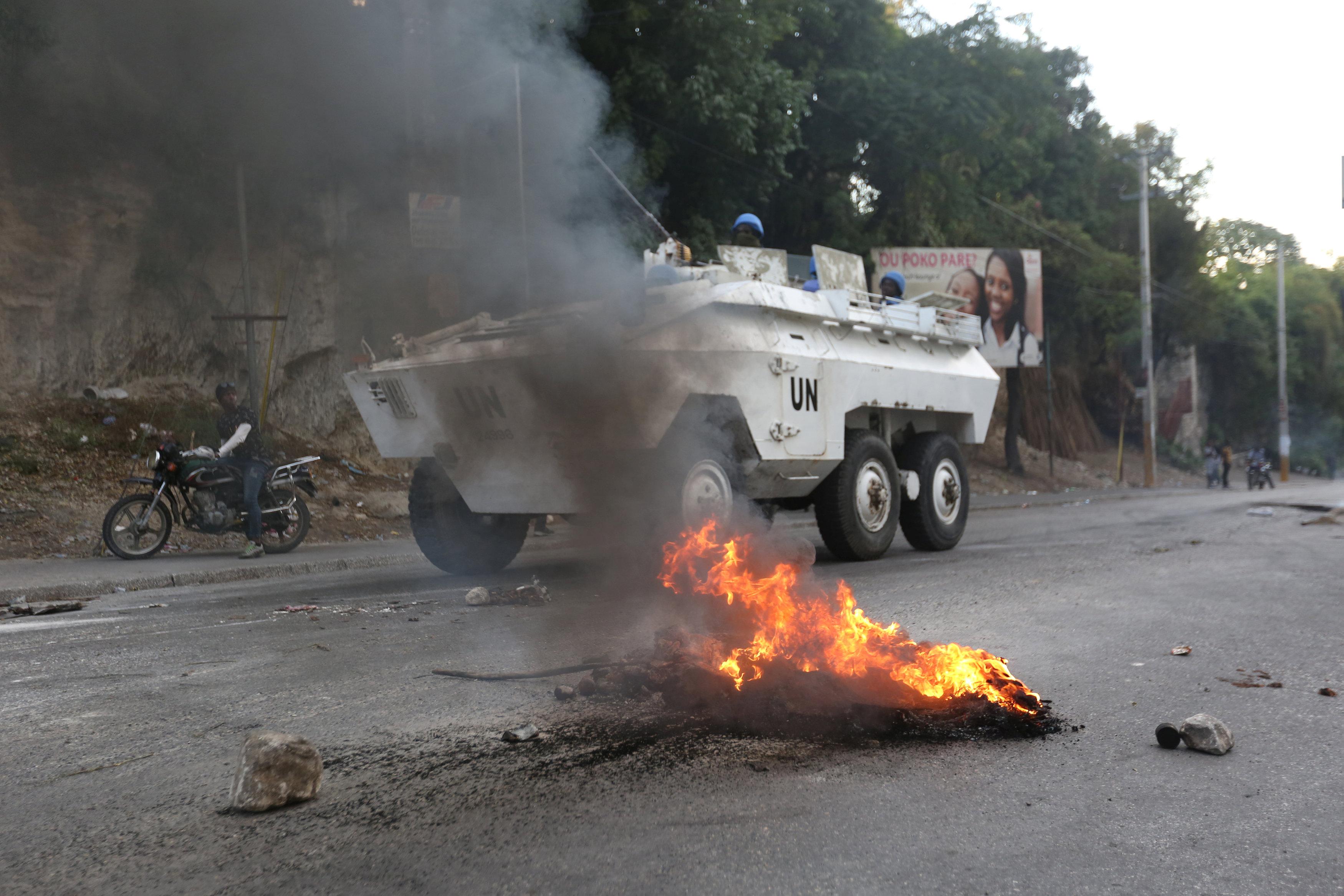 الاحتجاجات العنيفة ضد السلطة فى هايتى  (1)