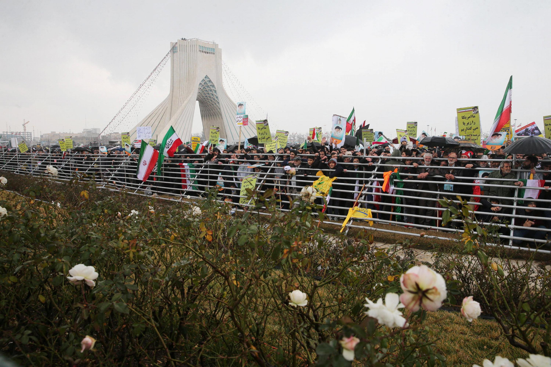 أعداد كبيرة من الإيرانيين احتشدوا احتفالا بذكرى الثورة