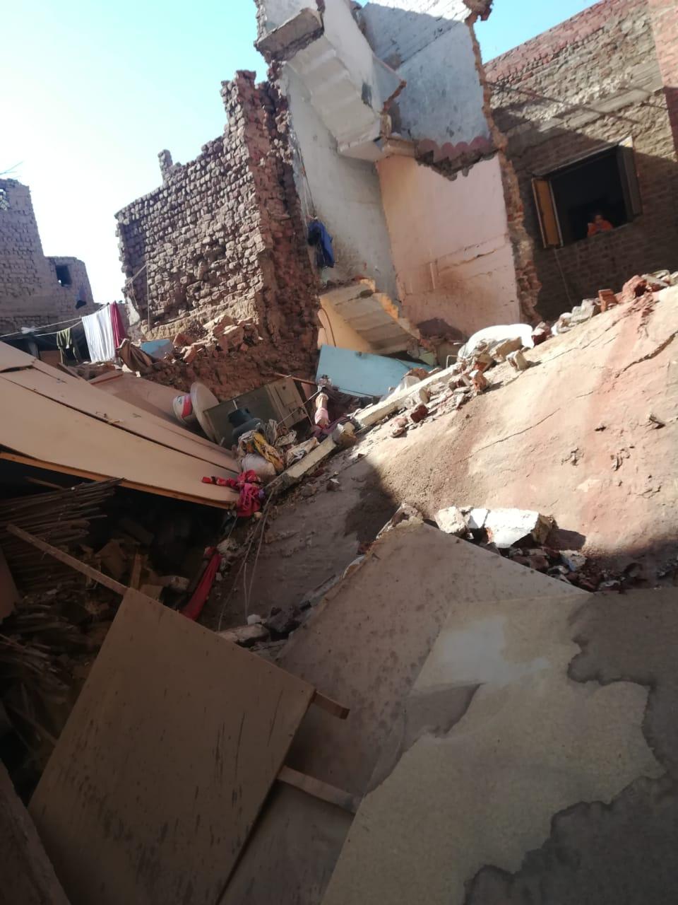 انهيار منزلين (1)