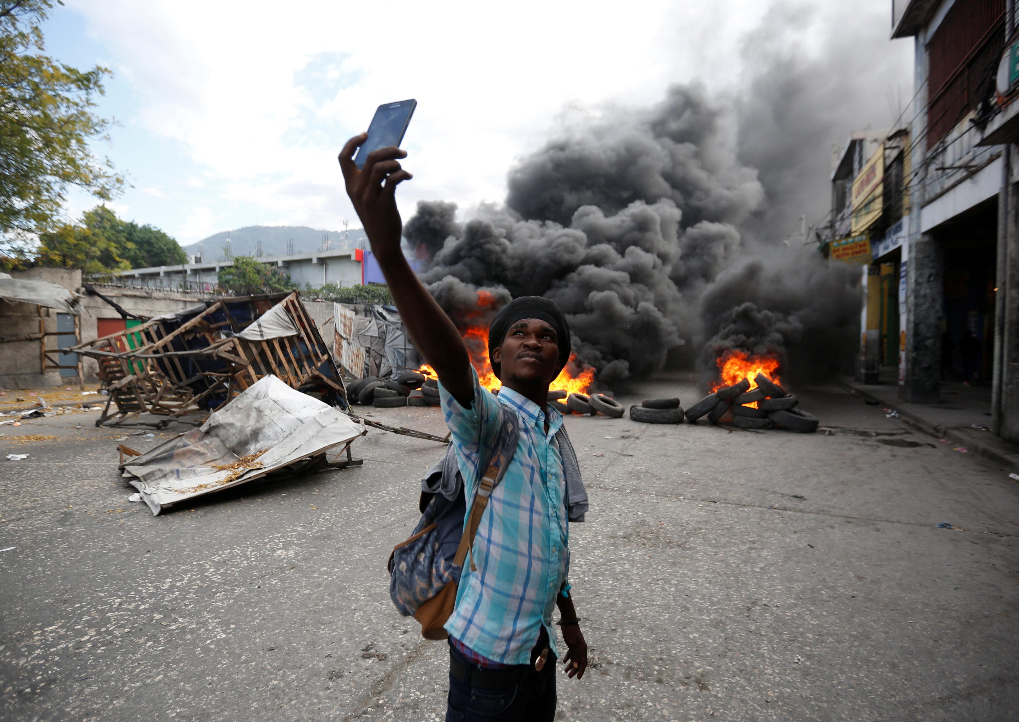الاحتجاجات العنيفة ضد السلطة فى هايتى  (7)