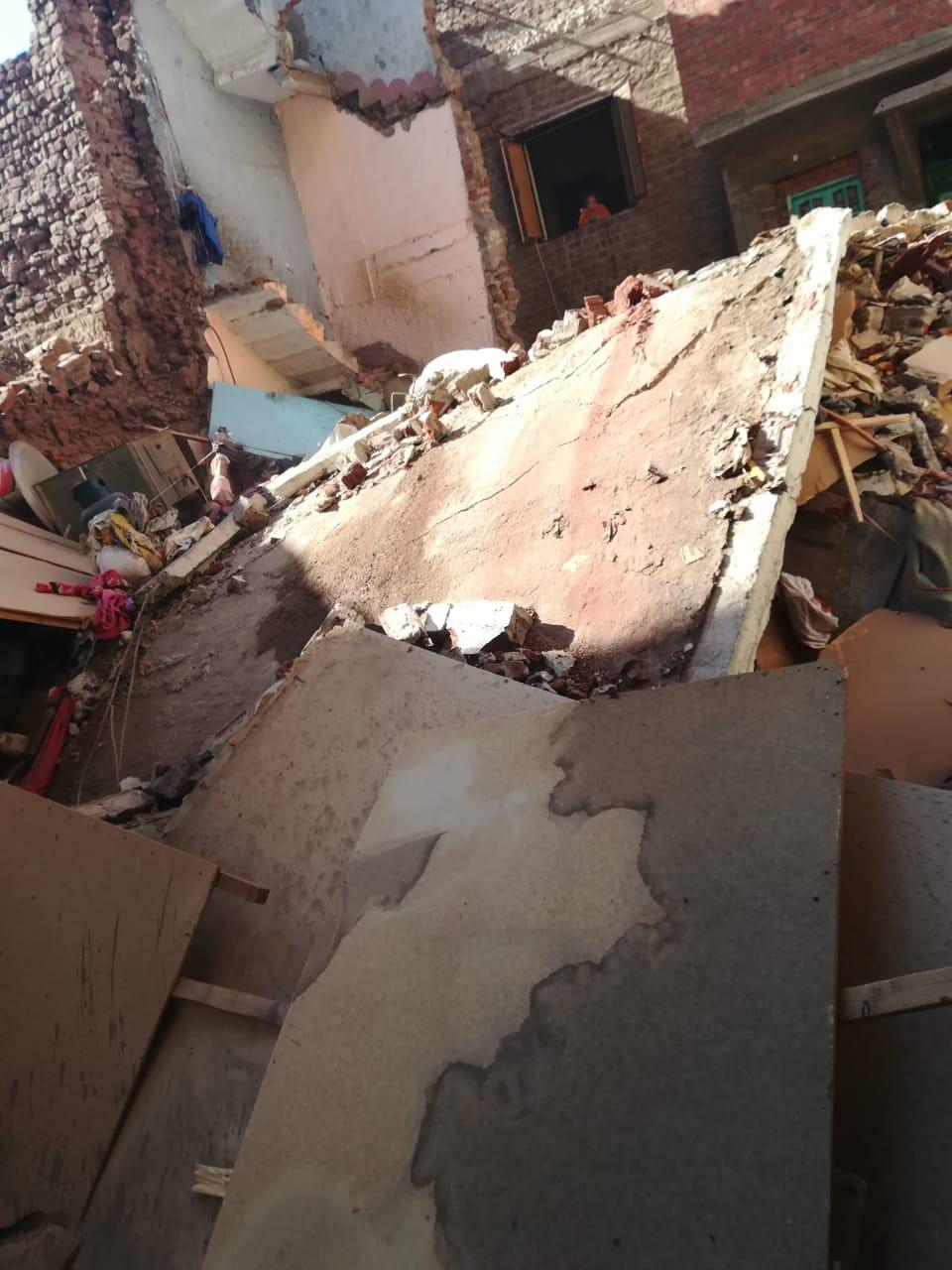 انهيار منزلين (2)