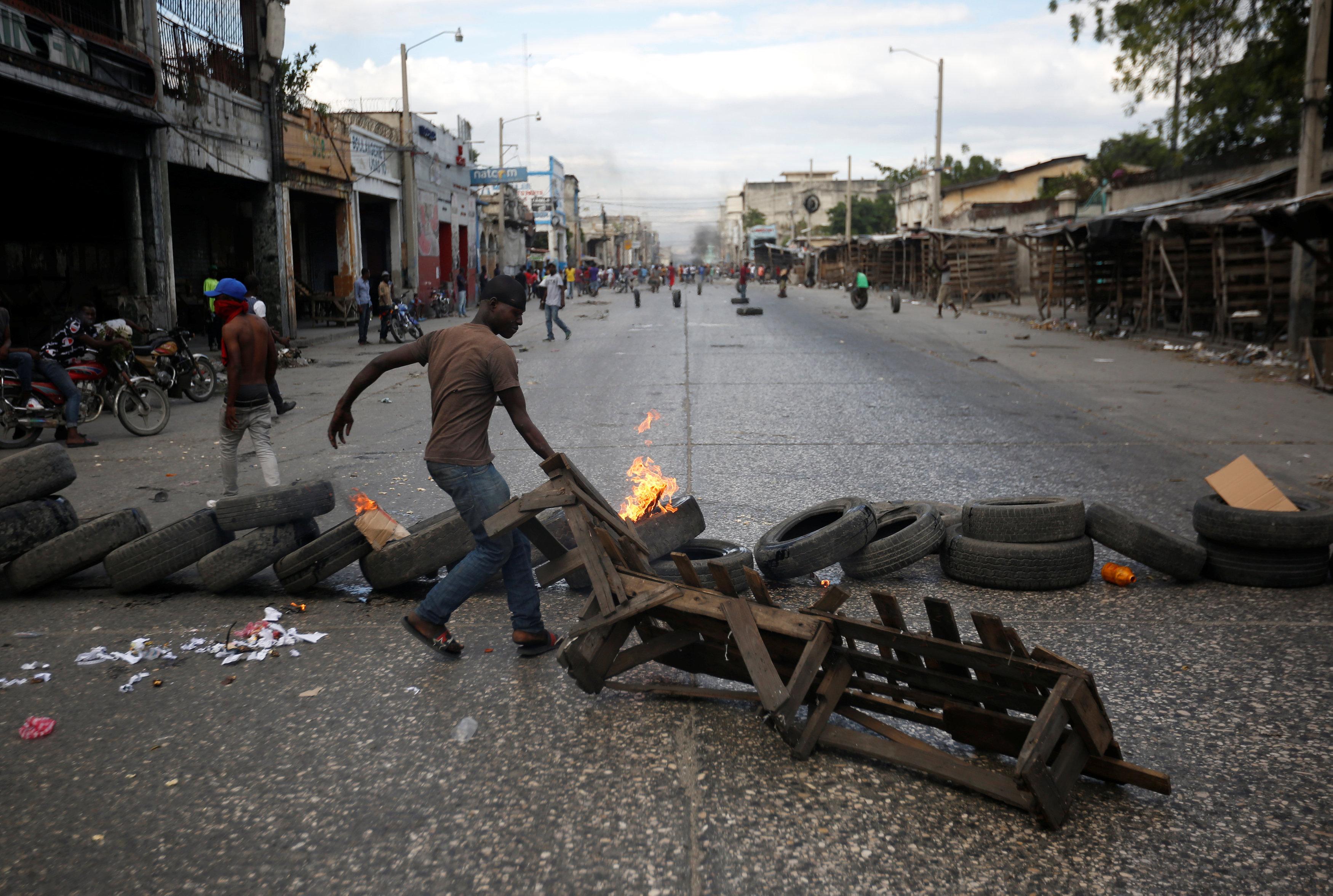 الاحتجاجات العنيفة ضد السلطة فى هايتى  (5)