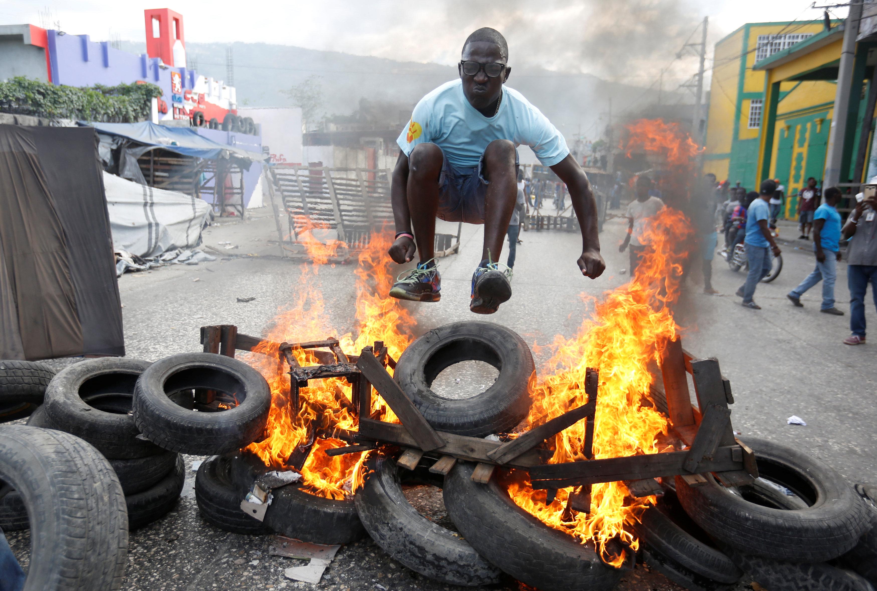 الاحتجاجات العنيفة ضد السلطة فى هايتى  (8)