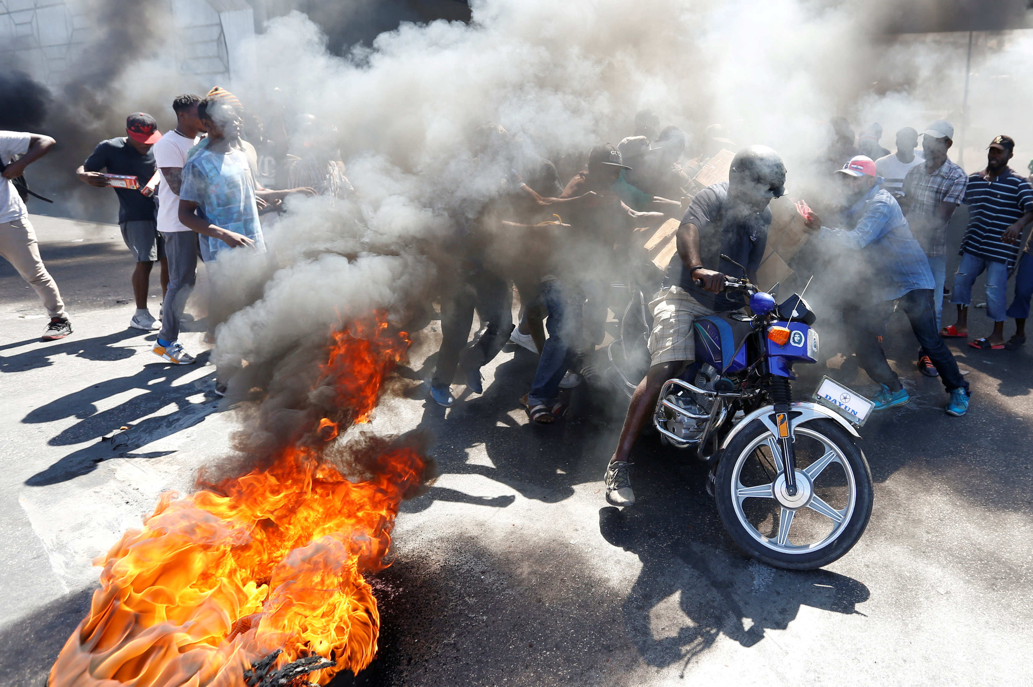 الاحتجاجات العنيفة ضد السلطة فى هايتى  (11)