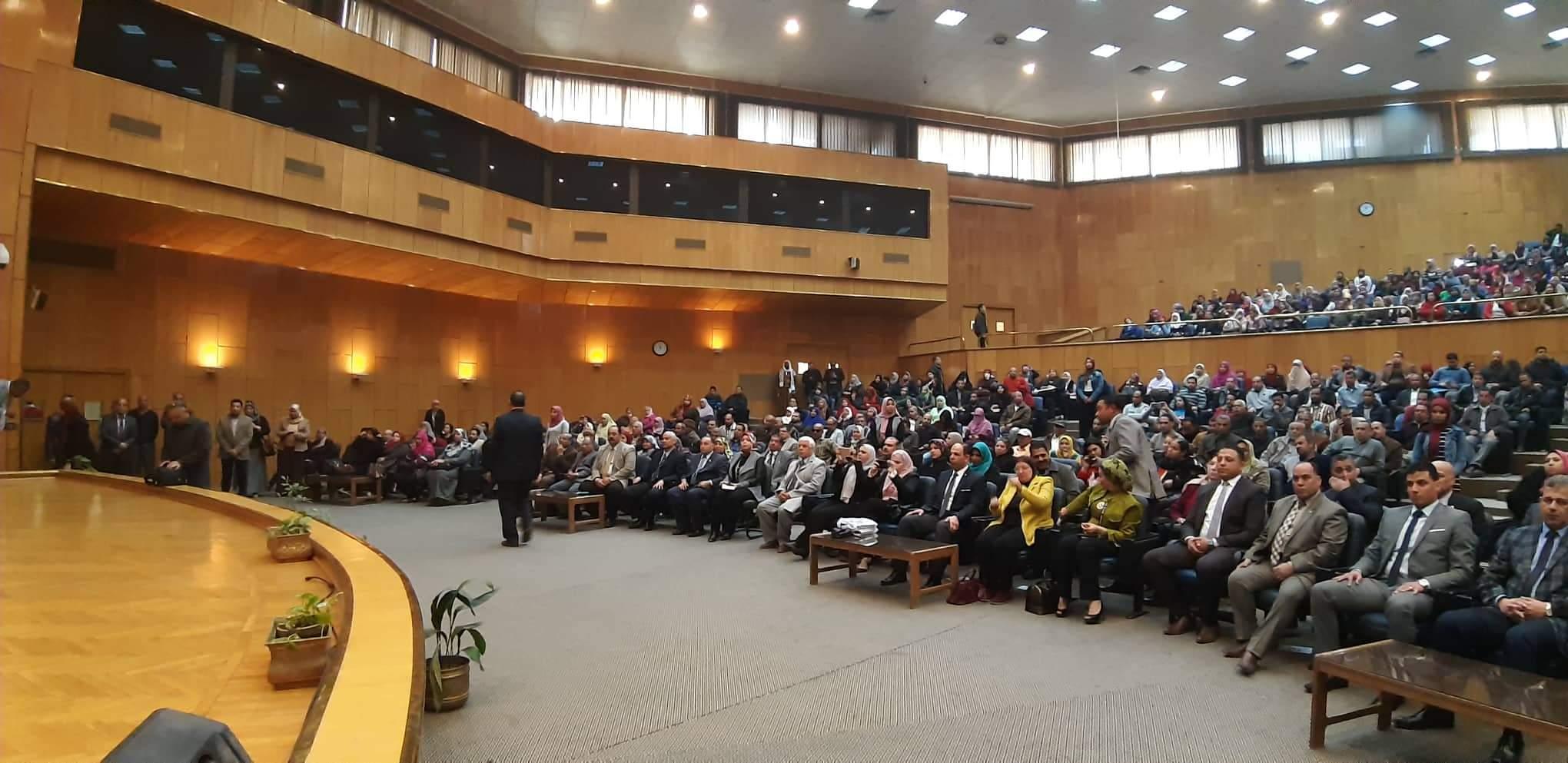 ندوة دور الدولة فى حماية المستهلك بجامعة أسيوط (3)