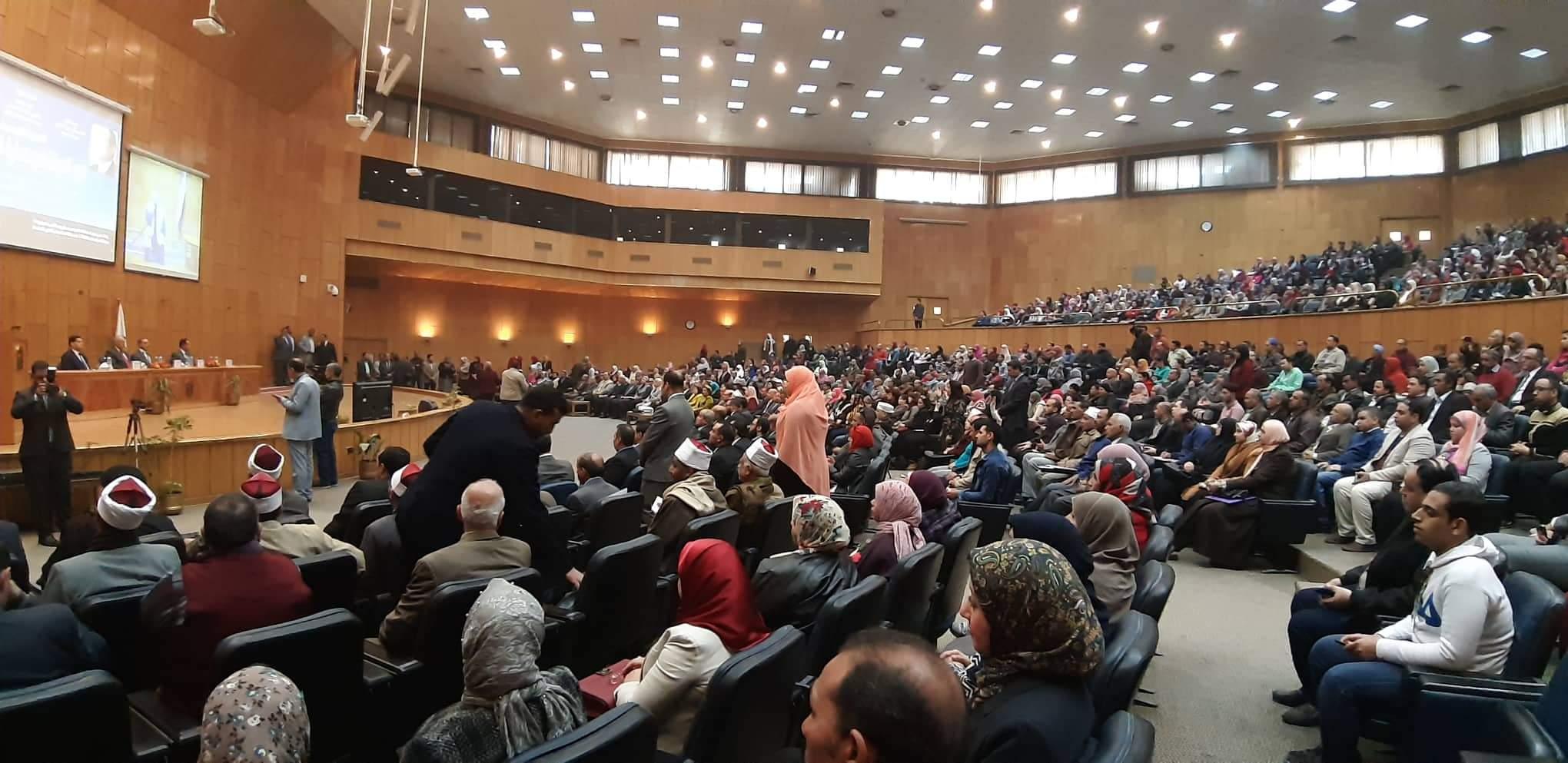 ندوة دور الدولة فى حماية المستهلك بجامعة أسيوط (1)