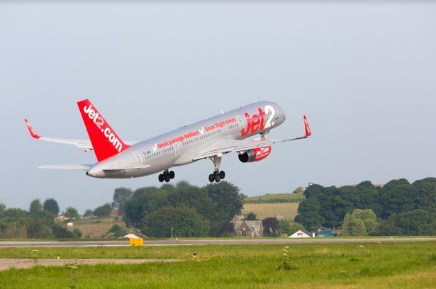 الطائرة تقلع