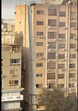 المدخنة أمام البرج