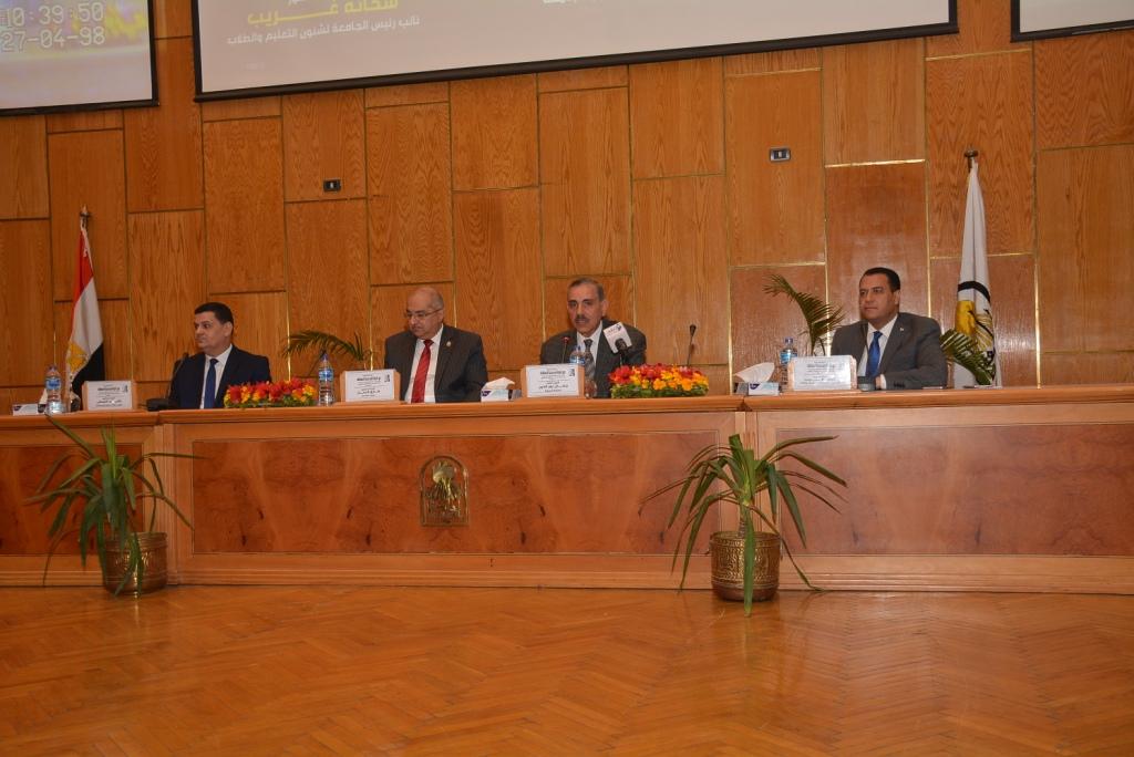 رئيس جهاز حماية المستهلك يؤكد من جامعة أسيوط  (7)