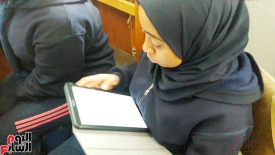 توزيع-التابلت-بمدارس-الإسكندرية-(11)