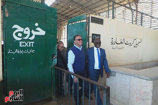 وزيرا-النقل-المصري-والسوداني-في-جولة-تفقدية-بمحطة-السد-العالى-ويوقعان-اتفاقية-نقل-بضائع-(3)