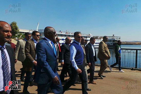 وزيرا-النقل-المصري-والسوداني-في-جولة-تفقدية-بمحطة-السد-العالى-ويوقعان-اتفاقية-نقل-بضائع-(5)