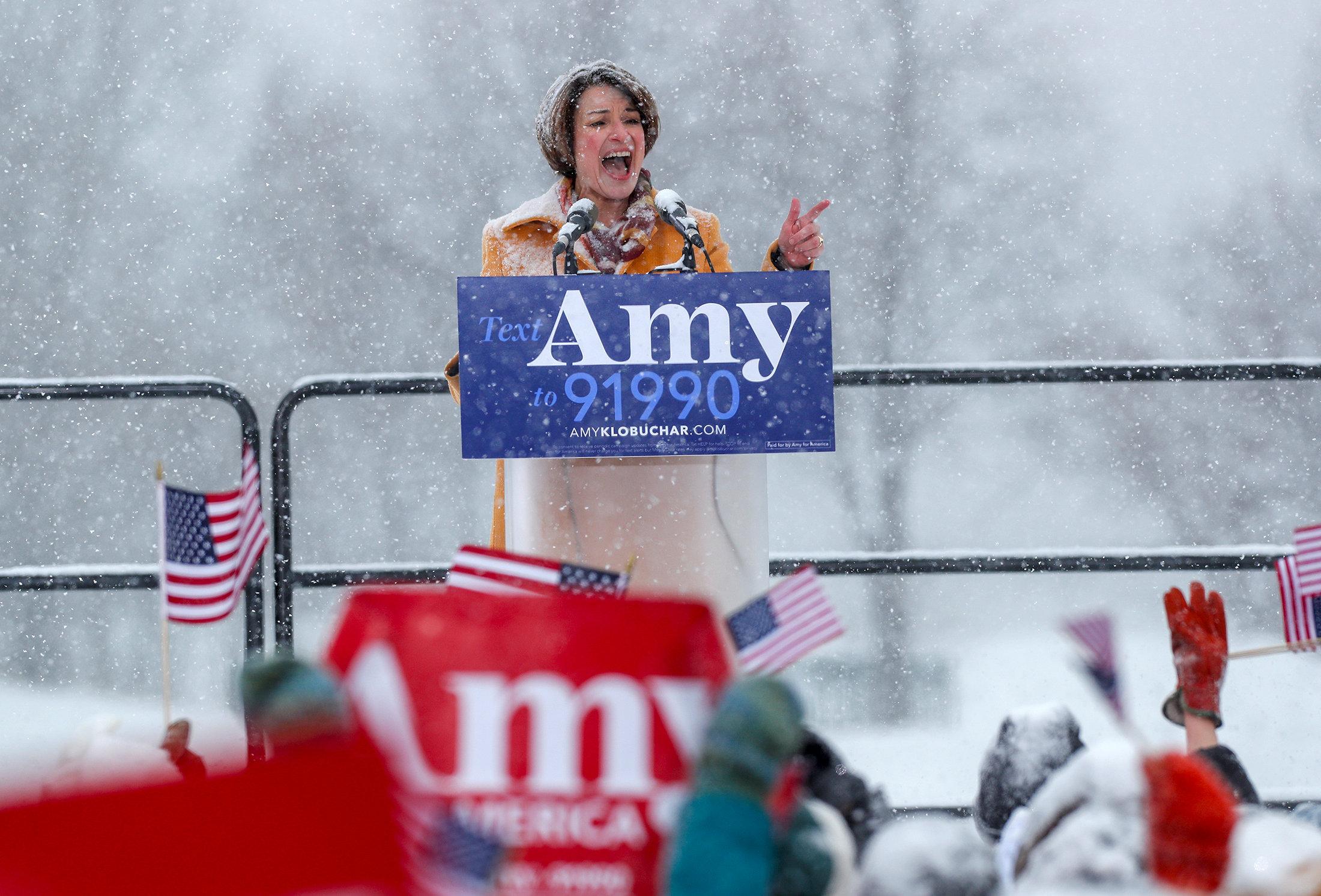 السيناتور إيمى تعلن منافسة ترامب (6)