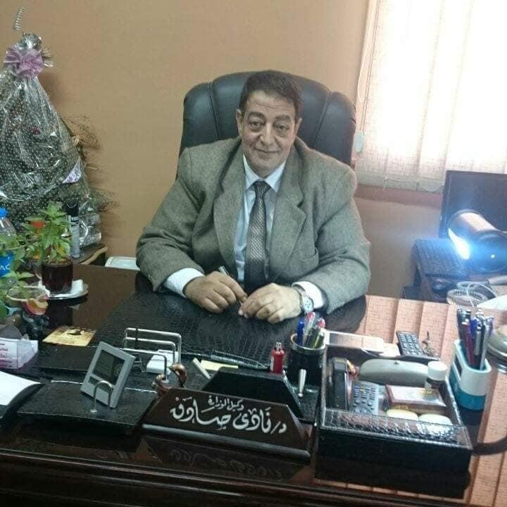 7-الدكتور نادى صادق مدير الطب البيطرى