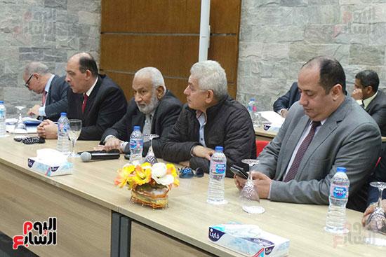 وزيرا-النقل-المصري-والسوداني-في-جولة-تفقدية-بمحطة-السد-العالى-ويوقعان-اتفاقية-نقل-بضائع-(10)