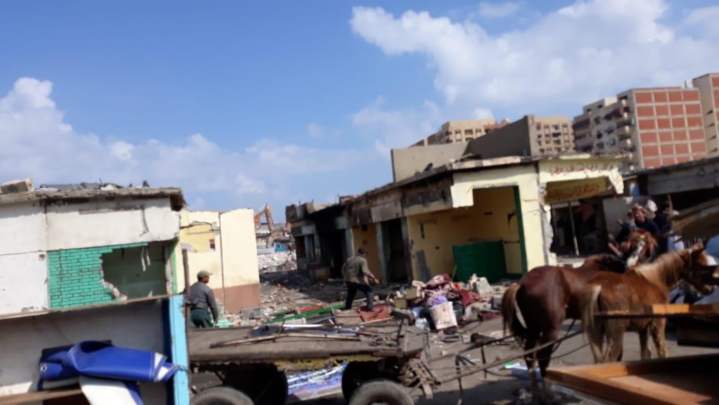 الانتهاء من إزالة المنطقة العشوائية المحيطة بسوق السمك الجديد وسجن بورسعيد (5)