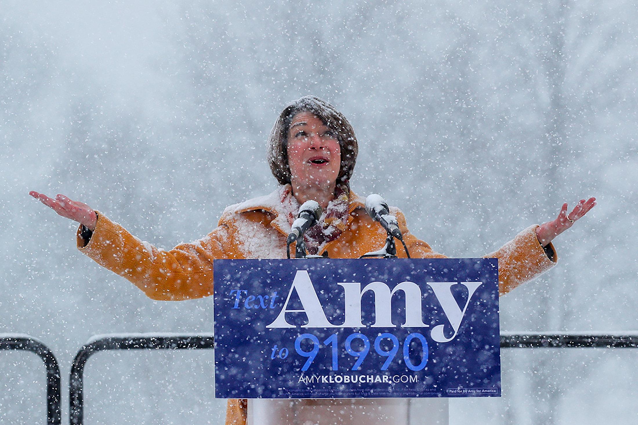 السيناتور إيمى تعلن منافسة ترامب (5)