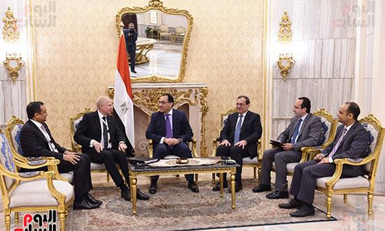 رئيس الوزراء يلتقى بوب دادلى (1)