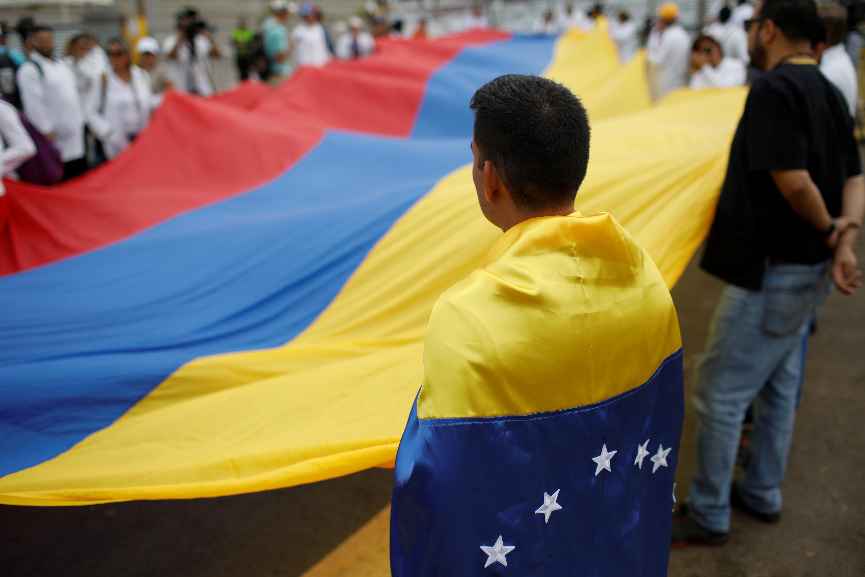 أطباء فنزويلا يحتجون بسبب الأوضاع المأساوية (9)