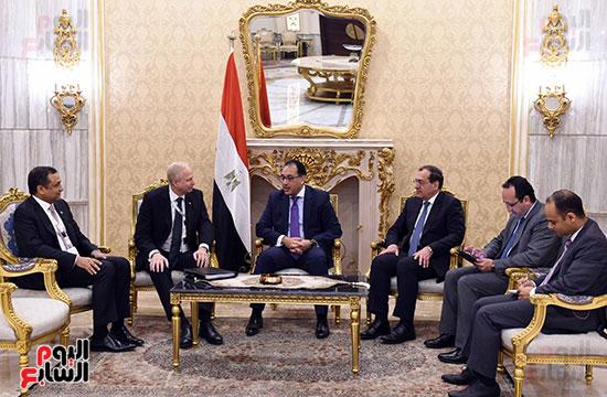 رئيس الوزراء يلتقى بوب دادلى (2)