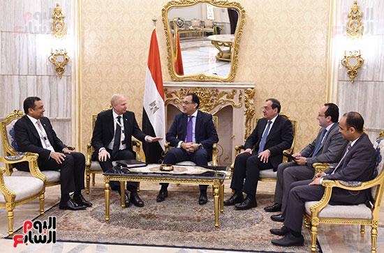 رئيس الوزراء يلتقى بوب دادلى (3)