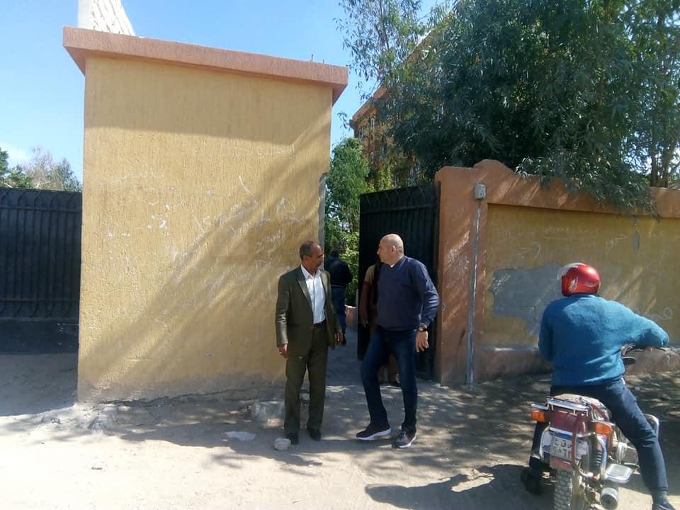 رئيس مدينة الطود يتفقد المدارس ويحيل 26 معلم للتحقيق لتغيبهم وتركهم العمل (2)