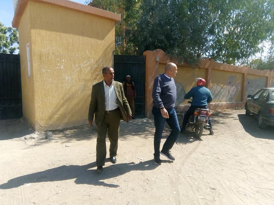 رئيس مدينة الطود يتفقد المدارس ويحيل 26 معلم للتحقيق لتغيبهم وتركهم العمل (3)