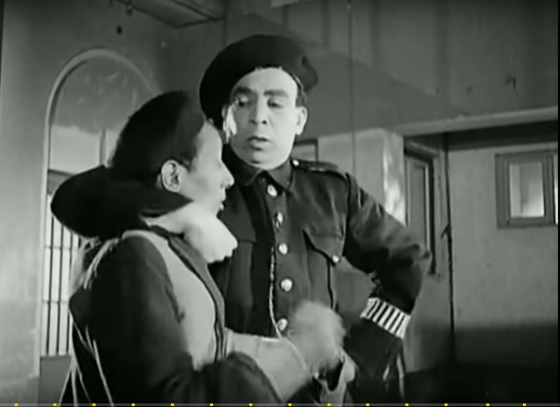 اسماعيل ياسين يضبط لص خلال تجسيد دور عسكرى درك