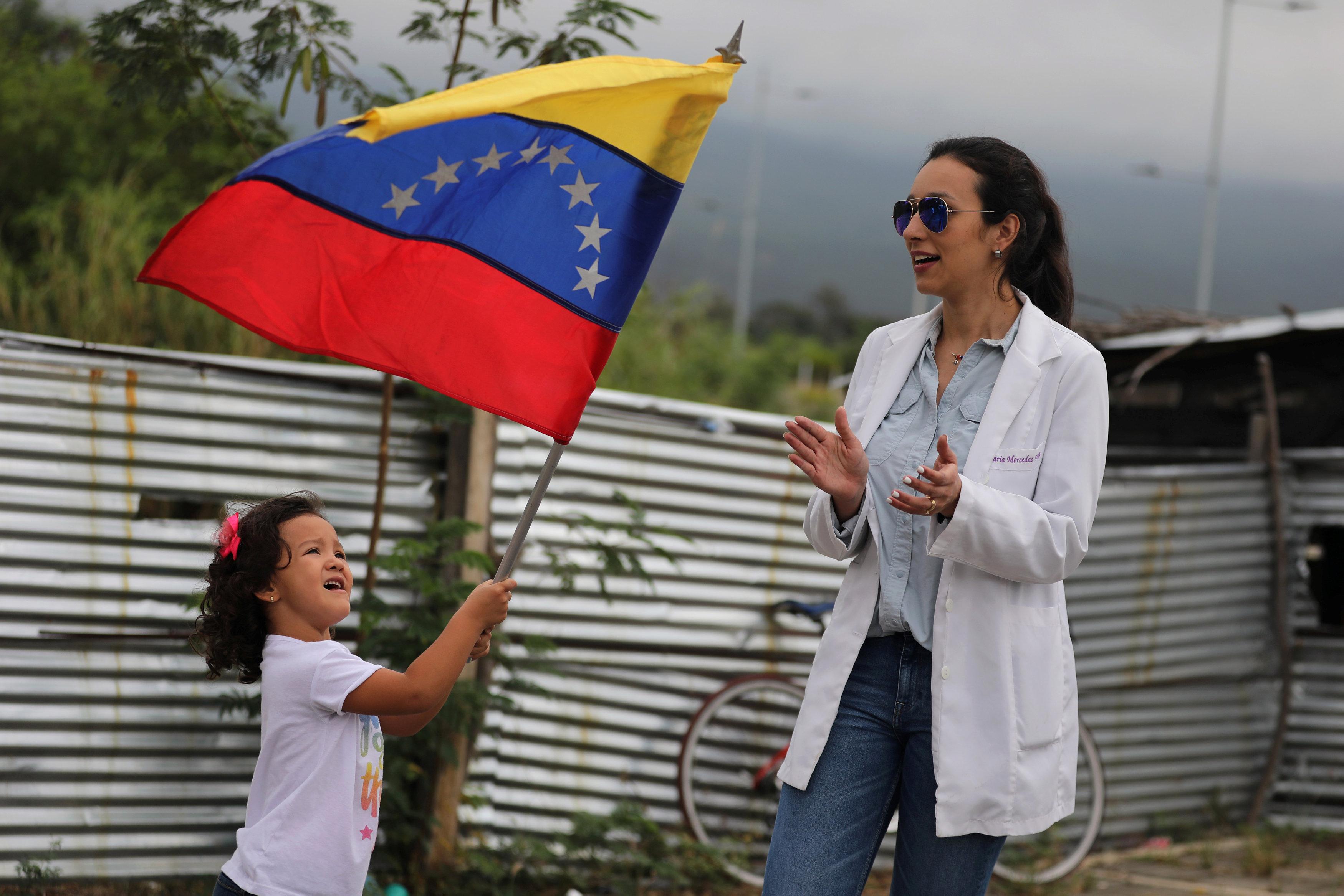 أطباء فنزويلا يحتجون بسبب الأوضاع المأساوية (3)