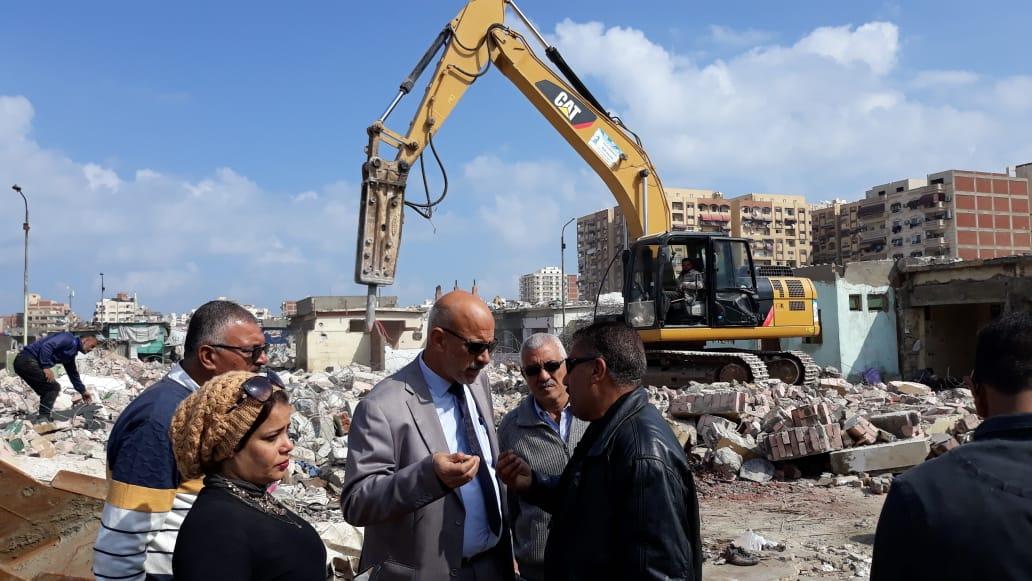 الانتهاء من إزالة المنطقة العشوائية المحيطة بسوق السمك الجديد وسجن بورسعيد (7)