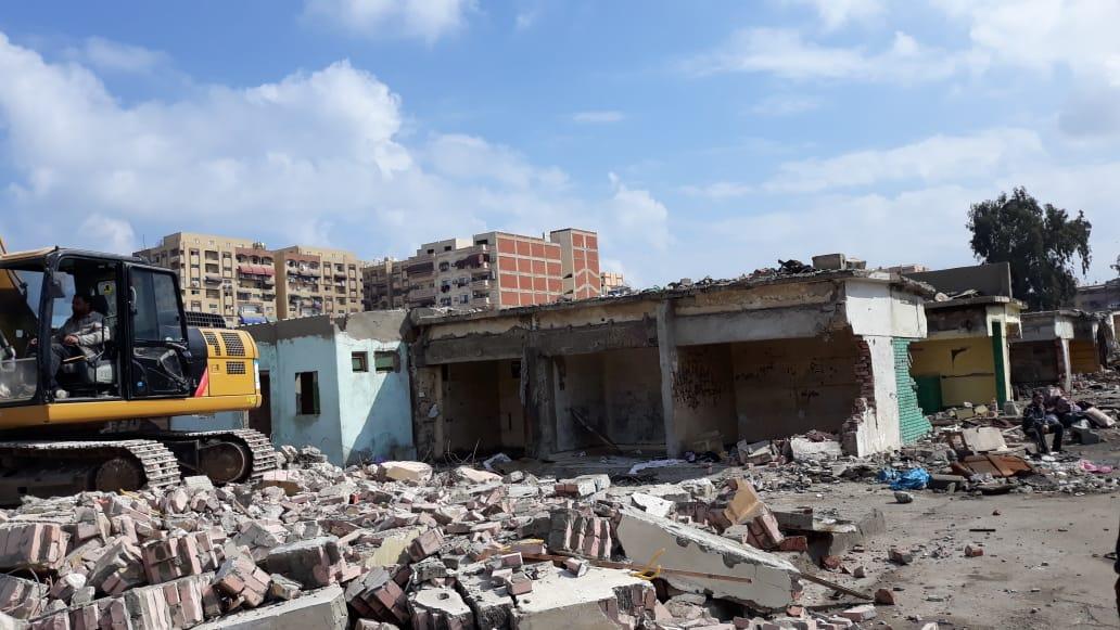 الانتهاء من إزالة المنطقة العشوائية المحيطة بسوق السمك الجديد وسجن بورسعيد (3)