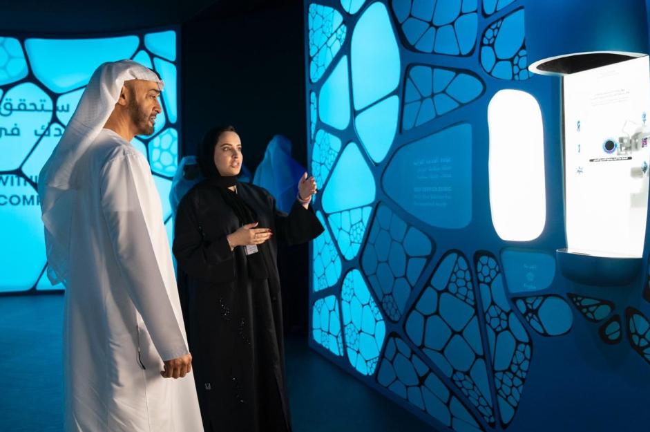 ولى أبو ظبى فى متحف المستقبل