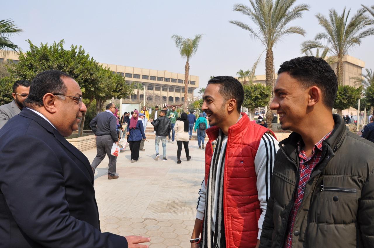 رئيس جامعة حلوان فى جولة تفقدية لمتابعة سير الدراسة بالتيرم الثانى (2)