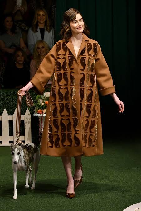 عرض أزياء ليلا روز