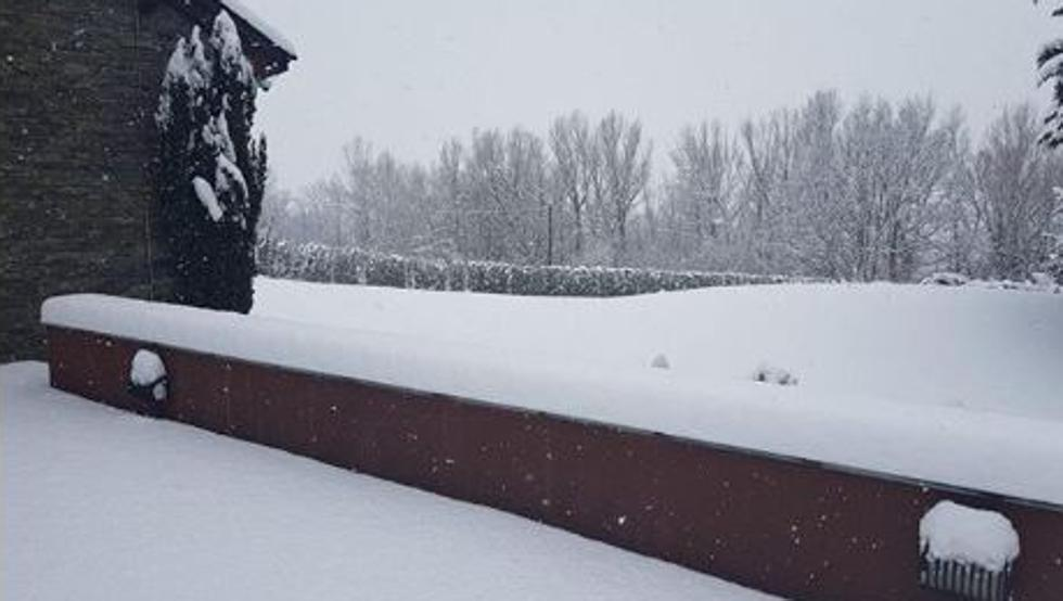 ميسي يقضى عطلة برشلونة فى أحد المناطق المغاطة بالثلج