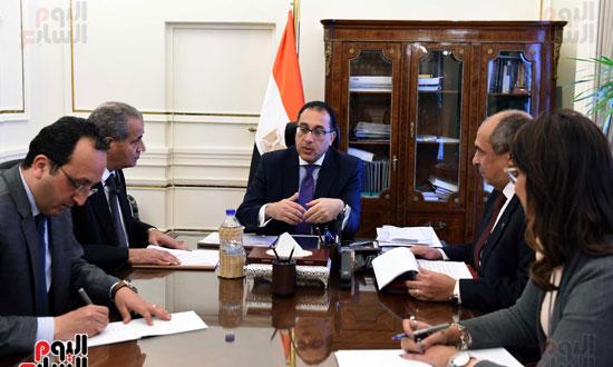 اجتماع رئيس الوزراء مع وزير التموين والزراعة (3)