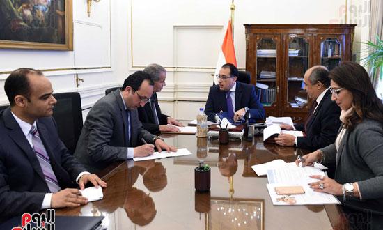اجتماع رئيس الوزراء مع وزير التموين والزراعة (1)