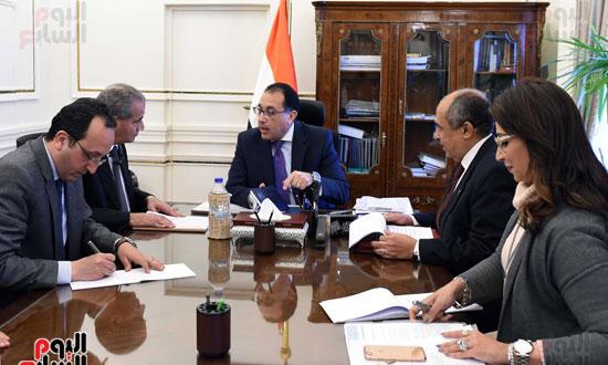 اجتماع رئيس الوزراء مع وزير التموين والزراعة (2)